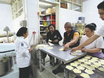 Zubereitung lokaler Spezialitäten