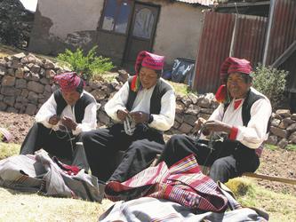 strickende Männer auf Taquile