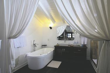 Badezimmerbeispiel Suite