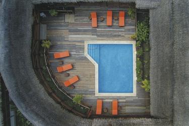 Pool innerhalb der Anlage