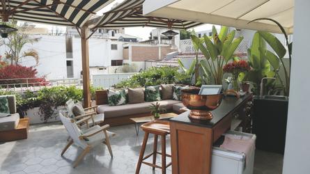 Dachterrasse mit Bar