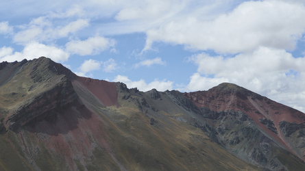Landschaft bei den Rainbow Mountains