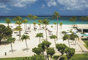 Strand- und Poolbereich, ©Bucuti & Tara Beach Resort