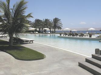 Poolbereich im La Hacienda Bahia Paracas