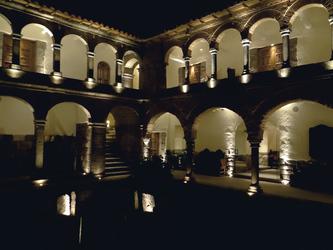 Innenhof Hotel La Casona bei Nacht