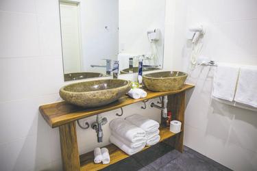 Ihr Bad (c) A. Crouchley, ©Polynesian Xplorer