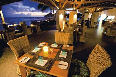 Restaurant über dem Wasser , ©Sinalei Reef Resort & Spa Samoa