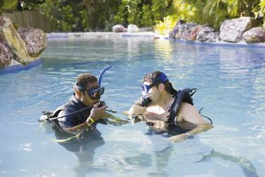 Taucheinweisung im Pool