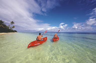 Kajak fahren Lomani Island © C. McLennan, © Chris McLennan Photography