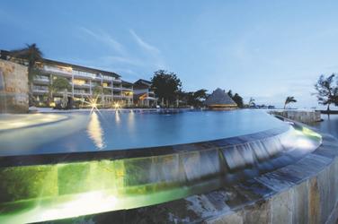 Pool des Manava Suites