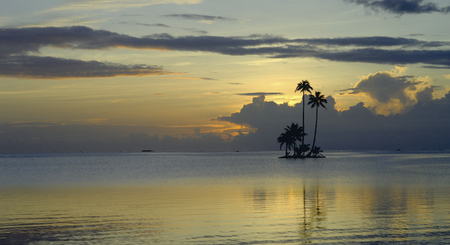 Motu im Sonnenunterang © Bacchet, ©PHILIPPE BACCHET