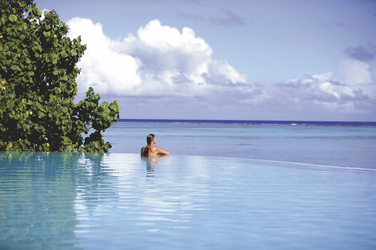 Pool im Pacific Resort Aitutaki (c) C. McLennan