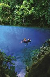 Taucher in einem Blue Hole