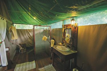Mbali Mbali Katavi - Badezimmer, ©Hysteria Productions Ltd