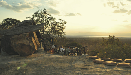 Sundowner im Maweninga Camp, ©AfriPassion