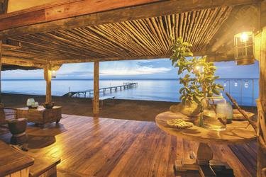 Lounge mit Blick zum Tanganyikasee