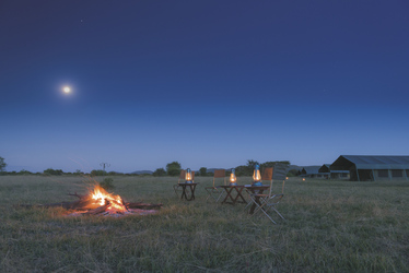 Lagerfeuer im Serengeti View Camp, ©Wilkinson Tours