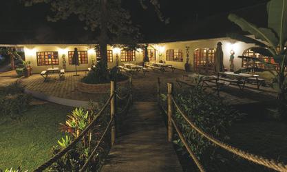 Das Haupthaus mit Terrasse