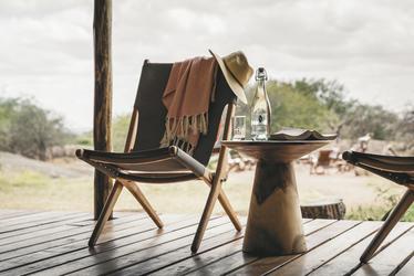 Die Terrasse eines Safarizelts