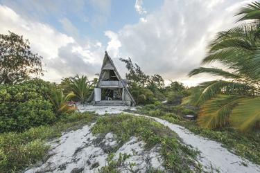 Banda Hütte auf der privaten Insel Fanjove