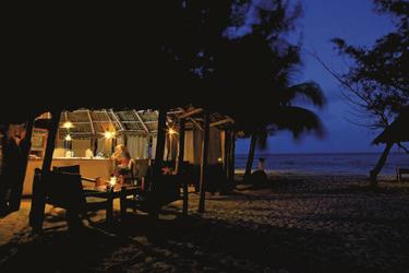 Strandbar am Abend