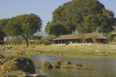Die Ruaha River Lodge direkt am Fluss