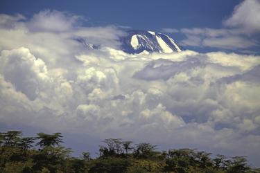 Er lugt aus den Wolken, ©Jörg Ehrlich, DIAMIR Erlebnisreisen