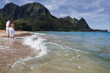 Paar am Strand von Kauai