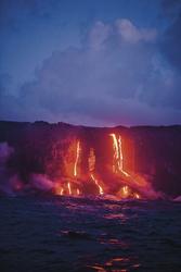 Heiße Magma fließt direkt ins Meer