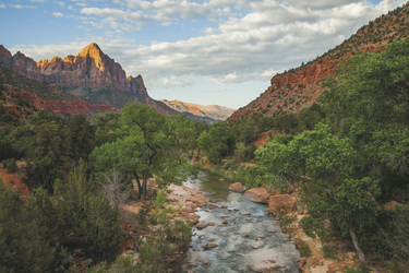 The Watchman und Virgin River im Zion NP - c Utah Office of Tourism_Matt Morgan