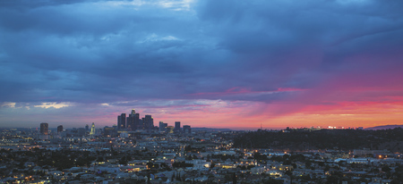 Los Angeles Skyline bei Nacht - ©Visit California/Ryan Killackey