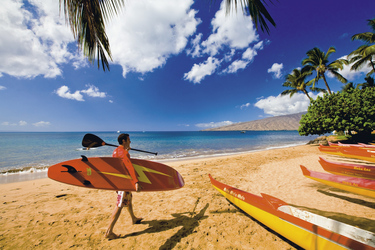 Surfer am Strand von Hawaii, ©Hawaii Tourism Authority