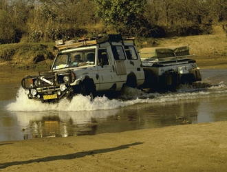Flussdurchquerung Shamiso Tours, ©Shamiso Tours
