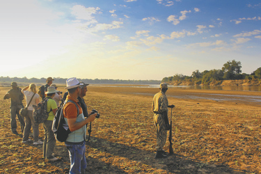 Wanderung im South Luangwa Nationalpark, ©Jonothan Clements