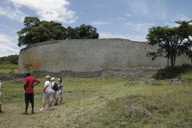 Imposante Mauer der Greater Zimbabwe Ruines