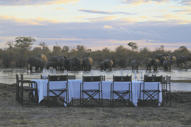 Abendessen mit Aussicht, ©Elephant´s Eye Safari Lodge